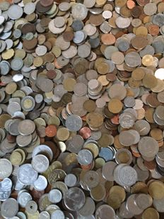 World - Batch of various coins and medals (over 6 kg).