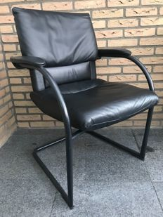 Mario Bellini for Vitra - black chair, Figura II
