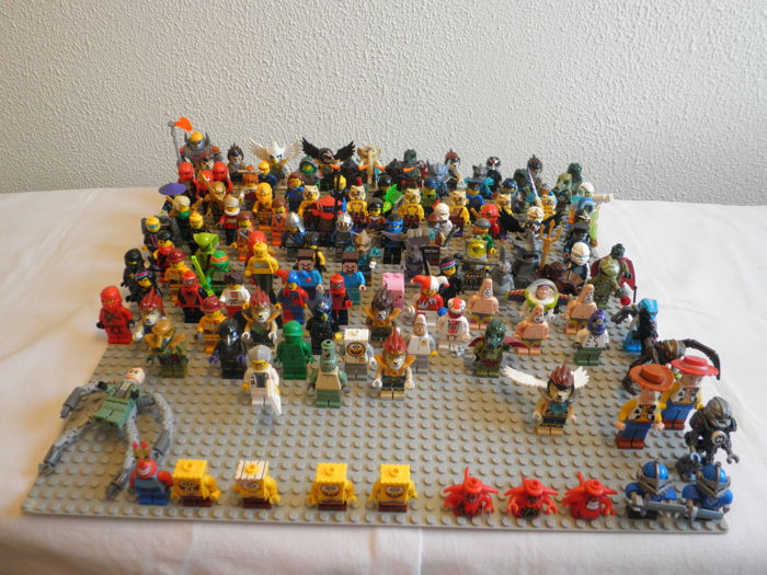 Assorted. 125 Pieces mini figures. Complete.