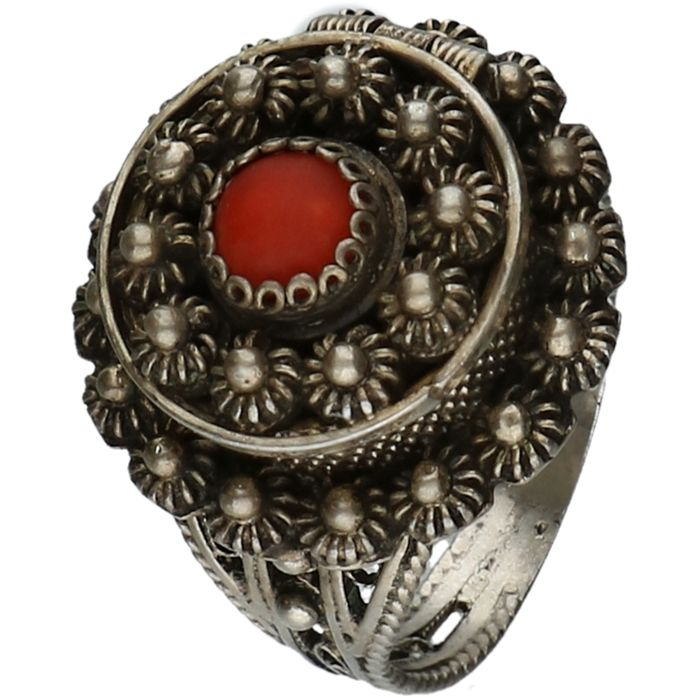 800/1000 Silver ring in the shape of a Zeeland button, set with precious coral. - Ring size 17 mm
