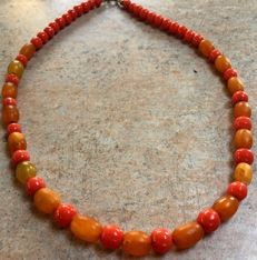 Art Deco natural amber olive necklace with coral-coloured beads, 15.5 g, not pressed, not treated