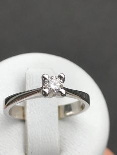 Solitaire ring in gold and Top Wesselton diamond of 0.16 ct, size 51/16.10 mm