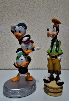 Disney, Walt - 2 figures - Goofy + nephews Donald Duck (1980s)
