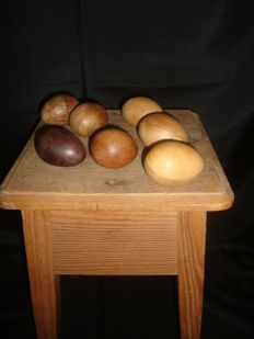 Lot - Antique Wooden Bench with 7 Wooden Eggs - Ca 1900 - Portugal