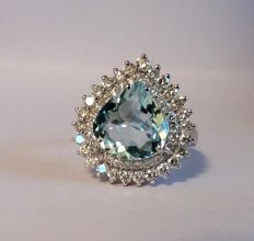 A 4.09ct Aquamarine and Diamond ring.