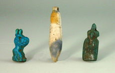 Three Egyptian amarna beads and amulets - 15mm - 25mm height