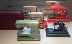 Lot of 6 old, children's sewing machines