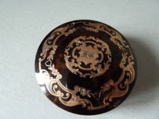 Lot 51 - Superb round Bakelite box decorated in plated gold monogrammed JS or FS