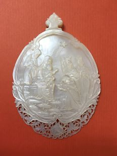 A mother of pearl carved shell, 19th century.