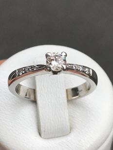 Solitaire ring in 18 kt gold with 0.36 ct diamonds Top Wesselton - size 54