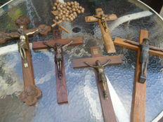 Lot 5 x antique large wooden crosses with bronze Jesus Christ And 1 wooden beads necklace cross