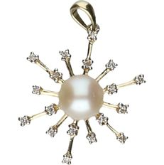 8 kt Yellow gold fantasy pendant with cultured pearl and richly set with zirconia stones. - length x width: 2.6 x 2 cm