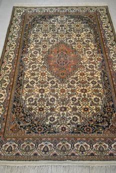 Oriental carpet handwoven, India 180 x 124 cm. End of the 20th century