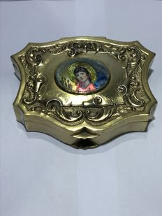 Box in golden silver, by the silversmith Antonio Martínez, with fire enamel - Spain - late 20th century