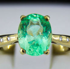 2.7 ct. Emerald Gold Ring With Diamonds. * Free shipping * No Reserve * Free Resizing *
