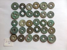 China - Over 30 AE coins from many dynasties, including Western Han - Song, Tang & Wang Mang, etc.)