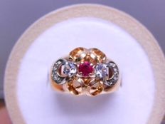 Coil tank ring with a verneuil ruby and sapphires in 18 tk rose gold