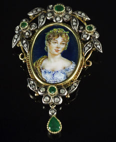 Brooch/pendant from the beginning of the 20th century. 18 kt gold Emeralds, diamonds and enamel