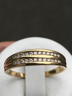 18 kt Yellow Gold and Diamond Wedding Ring (0.24 ct) - size 60 ** no reserve price **
