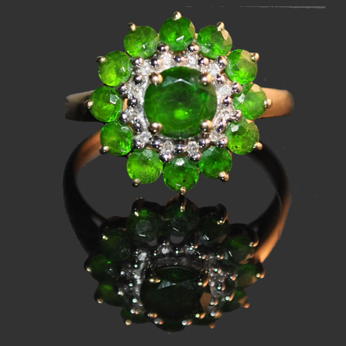 Cocktail ring in 14 kt yellow gold, ring size 57.5 EU with emeralds and diamonds - mint