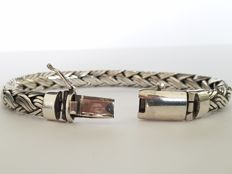 925 silver solid bracelet with braided pattern.