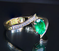 14k Gold ring with emerald and diamond.* Free shipping * No Reserve * Free Resizing *