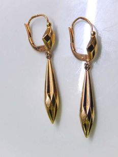 Beautiful pendant earrings in 18 kt yellow gold