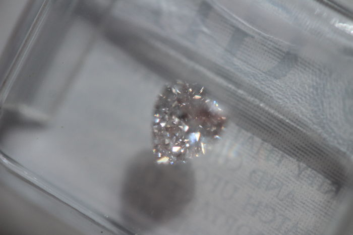 0,41 ct natural very light pink diamond with eye-clean (SI1) clarity