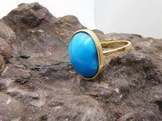 Ring in 18 kt gold. Turquoise. Inner diameter 18.3 mm