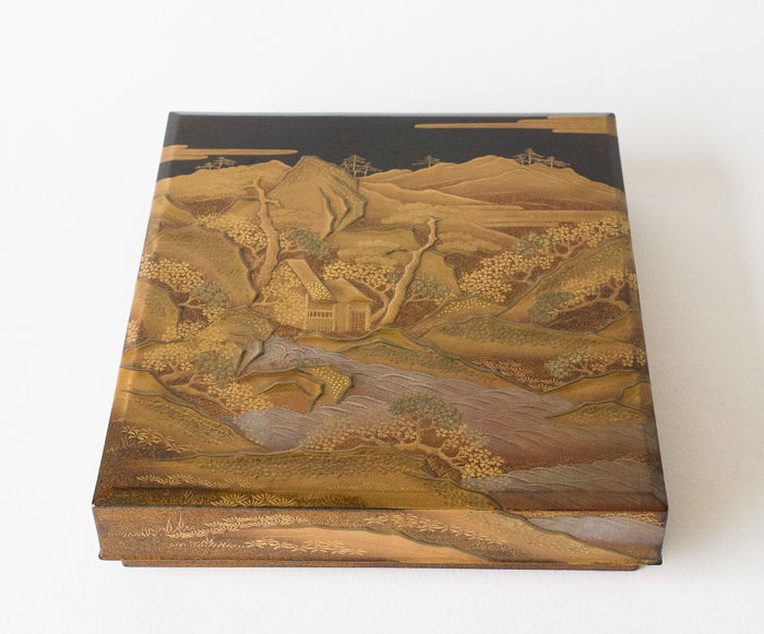 A very beautiful paper box (ryoshibako). Decorated all around with various lacquer techniques - Japan - late 19th century (Meji Period)