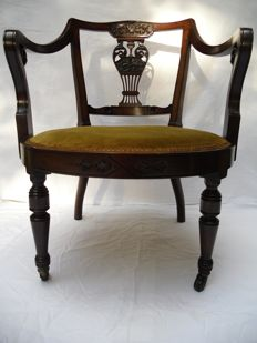 Edwardian Mahogany Nursing or Salon chair on castors - England - 1900