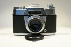 A fine Voigtländer Bessamatic SLR camera with lens Voigtländer Color Skopar X 1:2.8/50 produced from 1959 to around 1962