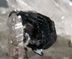 Beautiful clear laser quartz cluster with hematite rose (ilmenite) - 13 x 8,8 x 3,9 cm - 756 gm