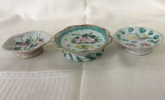 Famille Rose Porcelain 3 Footed Offering Dishes with flowers, peaches and insects - China ( Tonghzi Period )