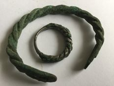 Viking   bronzen armband - Viking gedraaide ring 60mm. 25mm.