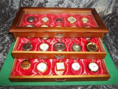 Hachette timepieces - fine collection of 30 various Hachette pocket watches in luxury display case - very good condition