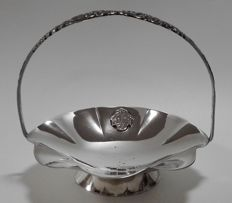 A silver plated handle basket with floral engravings - SOLA 90