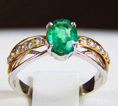 14 kt Gold ring with emerald and diamonds .* Free shipping * No Reserve * Free Resizing *
