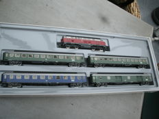 Märklin H0 - 2864 - Express strain with diesel locomotive V160 of the DB and 4 express train carriages