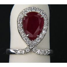 Fantasy oval ring in white gold with droplet cut ruby and accent diamonds, 0.27 ct, F-G/VS-SI