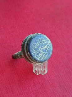 Ring/seal Al Andalus billon with carved lapis lazuli intaglio . 32 mm