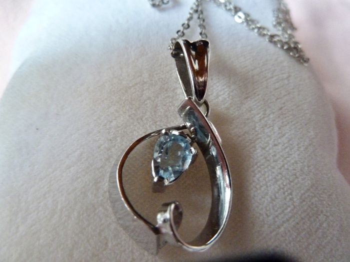 18 kt. White gold - Necklace with pendant Topaz