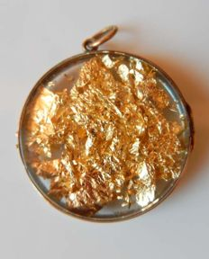 Photo locket medallion in 18 kt gold