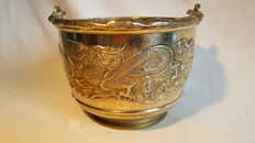 Beautiful 2kg heavy solid brass pot with dragons and decorated handle
