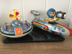 "Yonezawa, Japan / STF, China - Length max. 33 cm - Tin plastic / tinplate ""Space Patrol 2019"" and tin ""Universe Televiboat"" with battery engine, 1970s/80s"