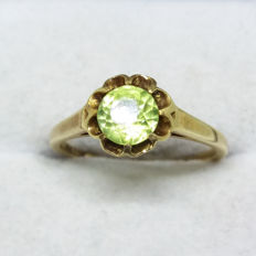 Superb Vintage old cut checkerboard facet vibrant natural Lime green chinese Peridot solitaire 14k yellow gold ring