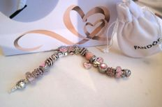 Pandora bracelet with 18 charms - Flower clasp and zircons - Silver 925 and Murano - Length: 19 cm.
