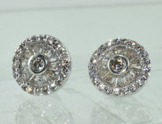 Earrings in 18 kt white gold, set with 64 diamonds weighing 1.60 ct (approximately) *** NO RESERVE PRICE ***