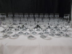 A set of 35 pieces of ancient engraved glass.