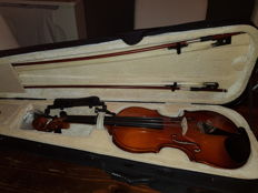 Nice violin 3/4, case,2 bow, rosin